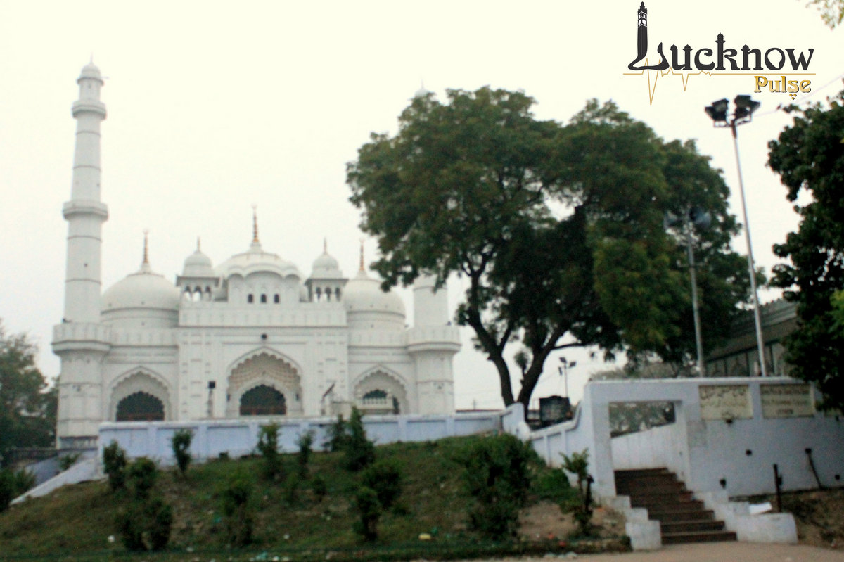 Picture of Teelay Wali Masjid