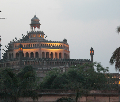 picture of the historical Rumi Darwaza in Lucknow