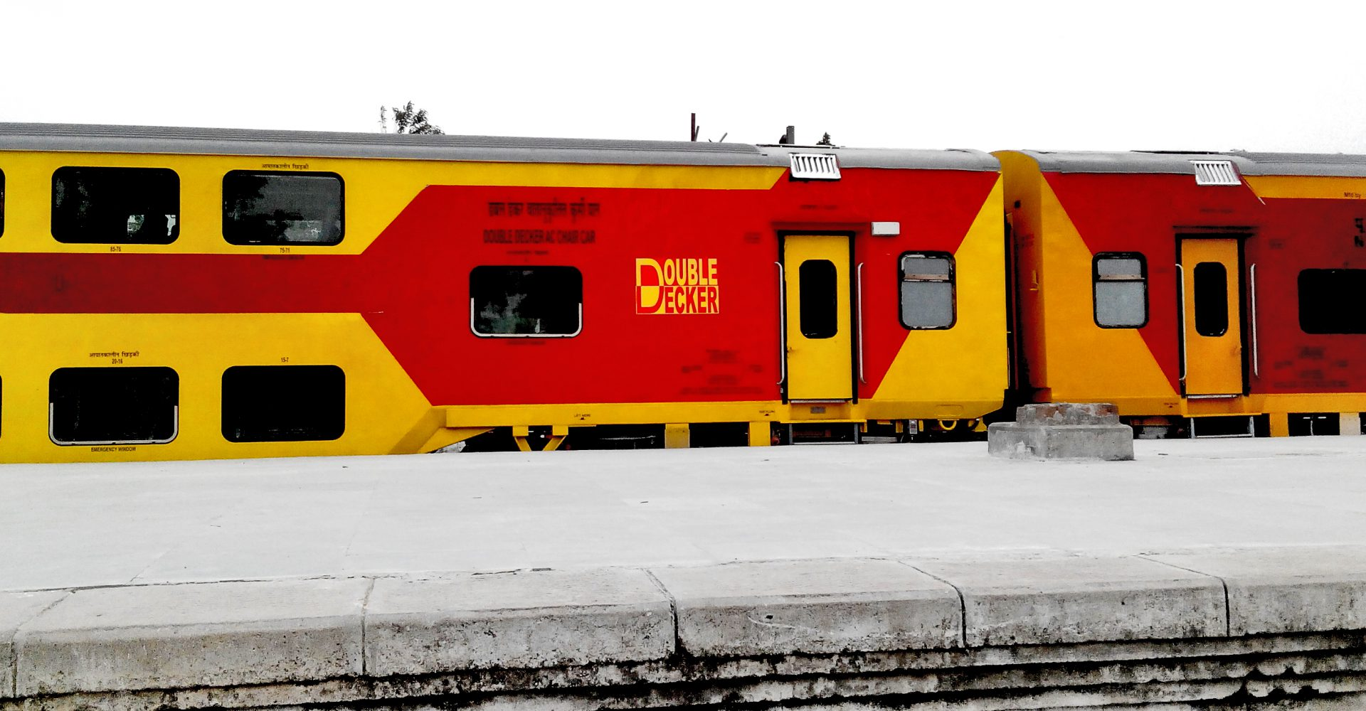 picture of double decker train at Lucknow