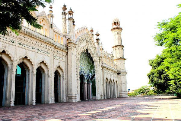 picture of jama masjid at lucknow