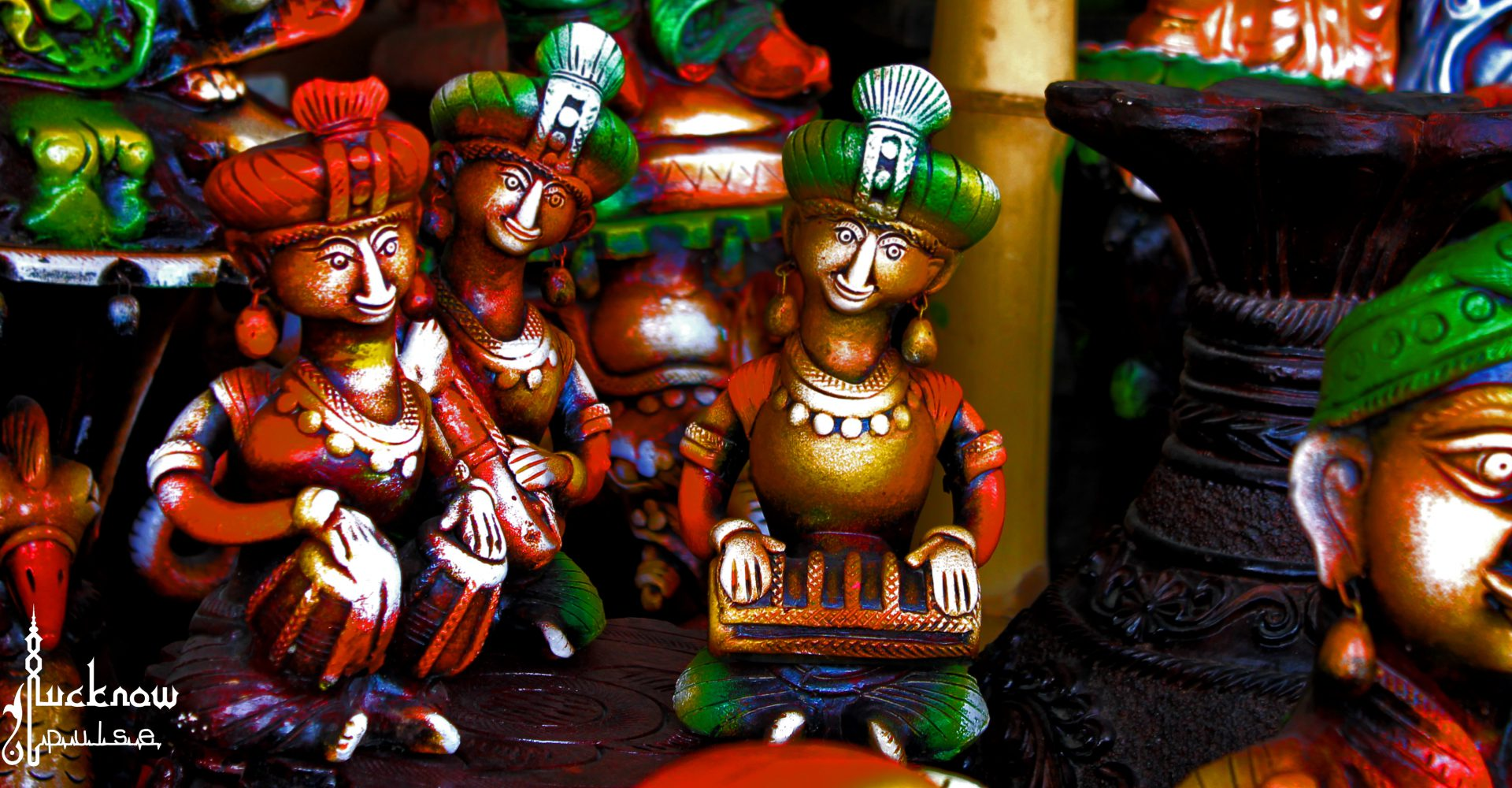 Picture of pottery work on roadside display at Lucknow.