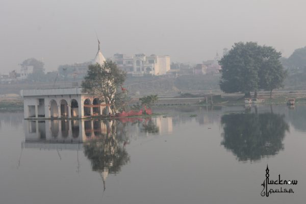 Picture of a temple on Gomti River in Lucknow