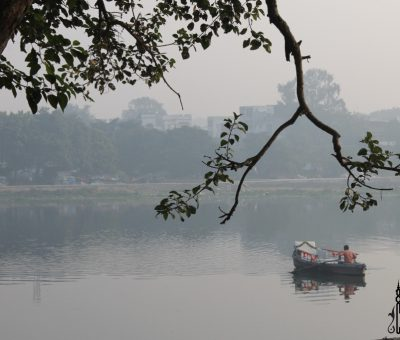A boat in the Gomti River at Lucknow