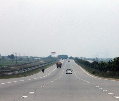 A picture of agra expressway