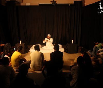 Picture of a dastangoi storytelling session in progress at Lucknow